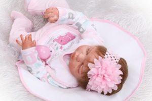 Bebé Reborn Niña NPK tumbada hacia abajo